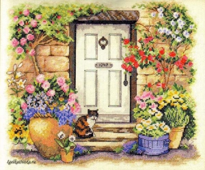 Garden Door Kitty 35233 / В саду у двери